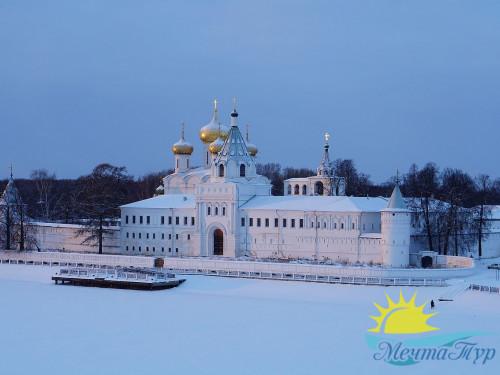 Праздничный автобусный тур «Рождественская сказка в Костроме»
